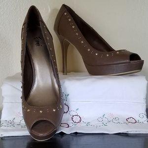 Fioni Studded Trim Peep Toed Heels. NWOT! Taupe.